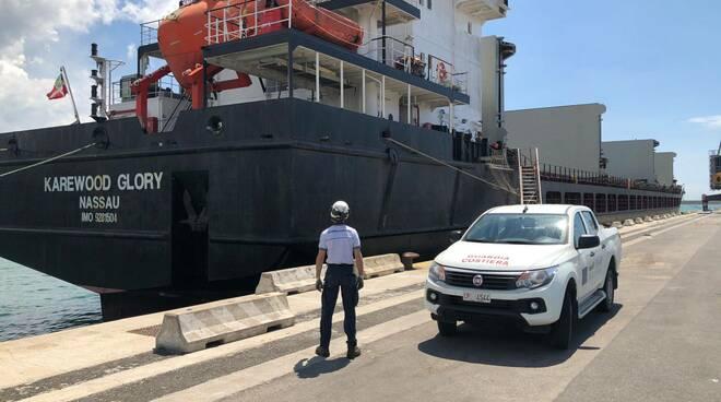 nave fermata a Livorno