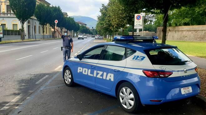 polizia Lucca volanti