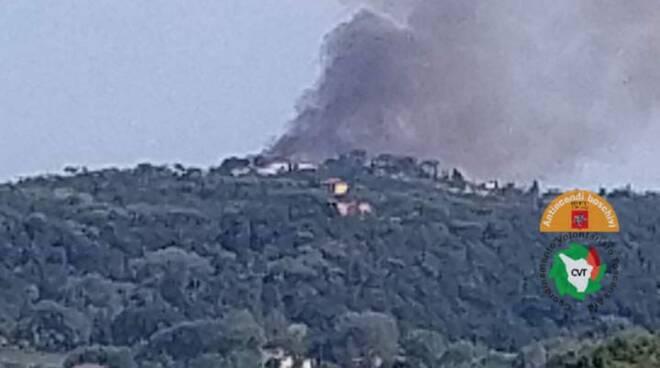 Incendi, fiamme a Castelfiorentino e Vicarello