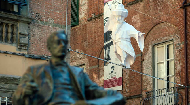 Lucca Biennale Cartasia opera 'In between'