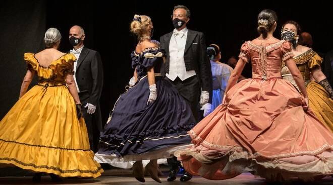Puccini Festival danza storica e omaggio ad Astor Piazzolla