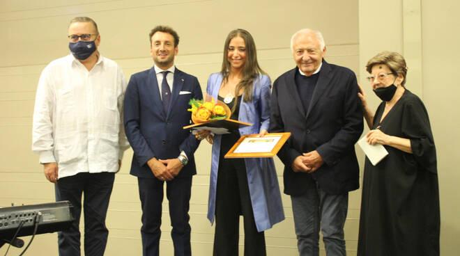 Antonella Sbuelz vince il premio letterario Camaiore