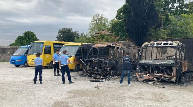 autobus dati alle fiamme san giuliano