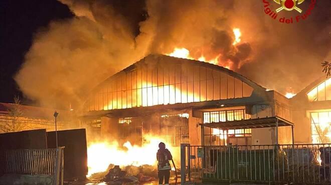 capannoni industriali a fuoco