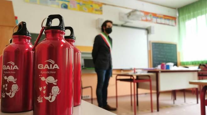 Consegna borracce scuole Borgo a Mozzano