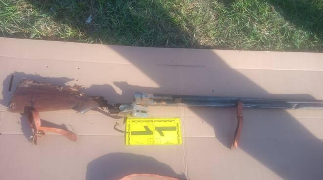 fucili trovati a pisa sull'argine del fiume arno