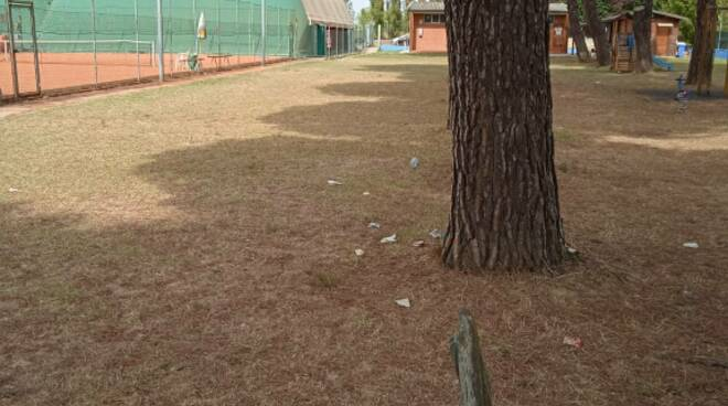 rifiuti nel parco di san pierino a Fucecchio