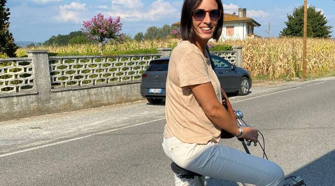 Sara d'Ambrosio in bicicletta