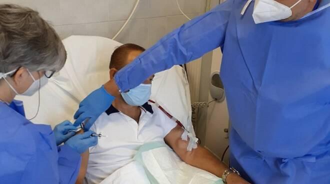 Terza dose del vaccino alle persone fragili in Ausl Toscana centro