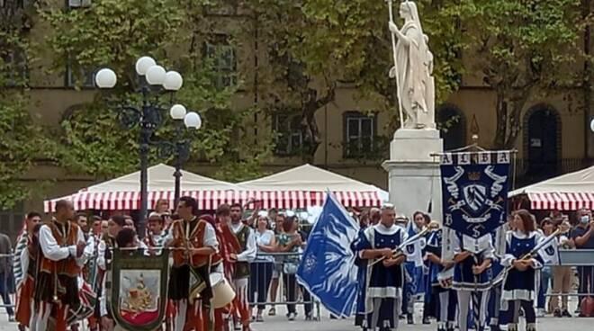 torneo di bandiere lucca