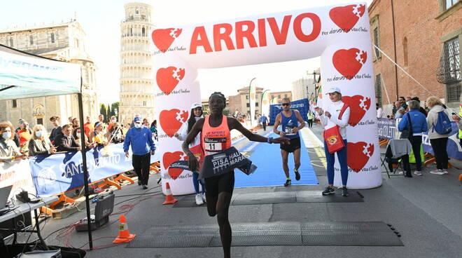 Lenah Jerotich vincitrice Pisa Halrf Marathon