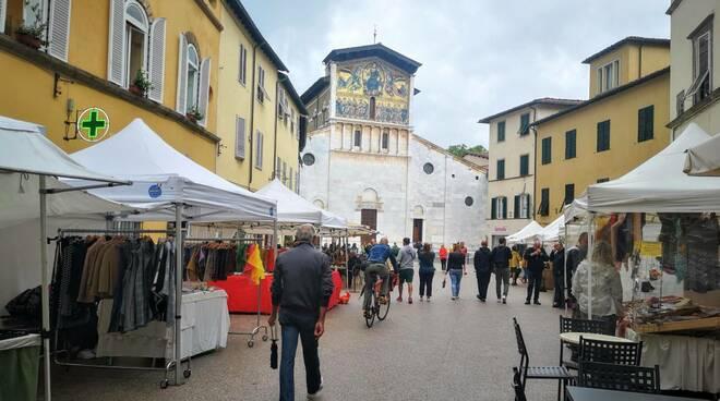 mercato in piazza san frediano