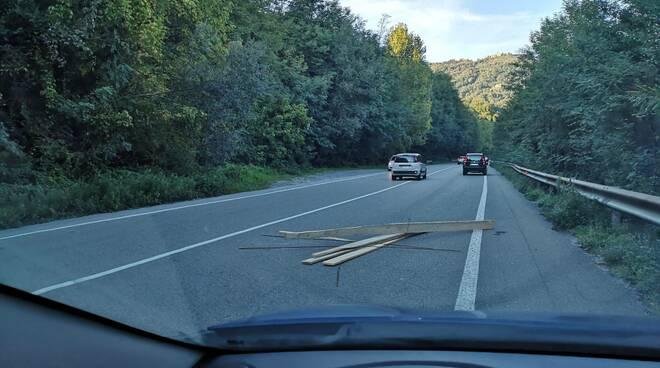 perdita di legname carico camion