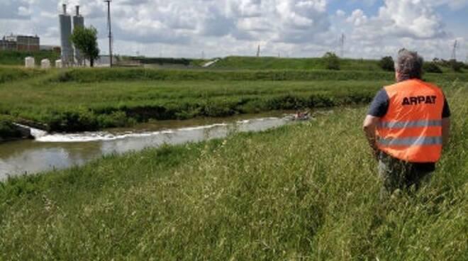 tecnici arpat sul canale usciana